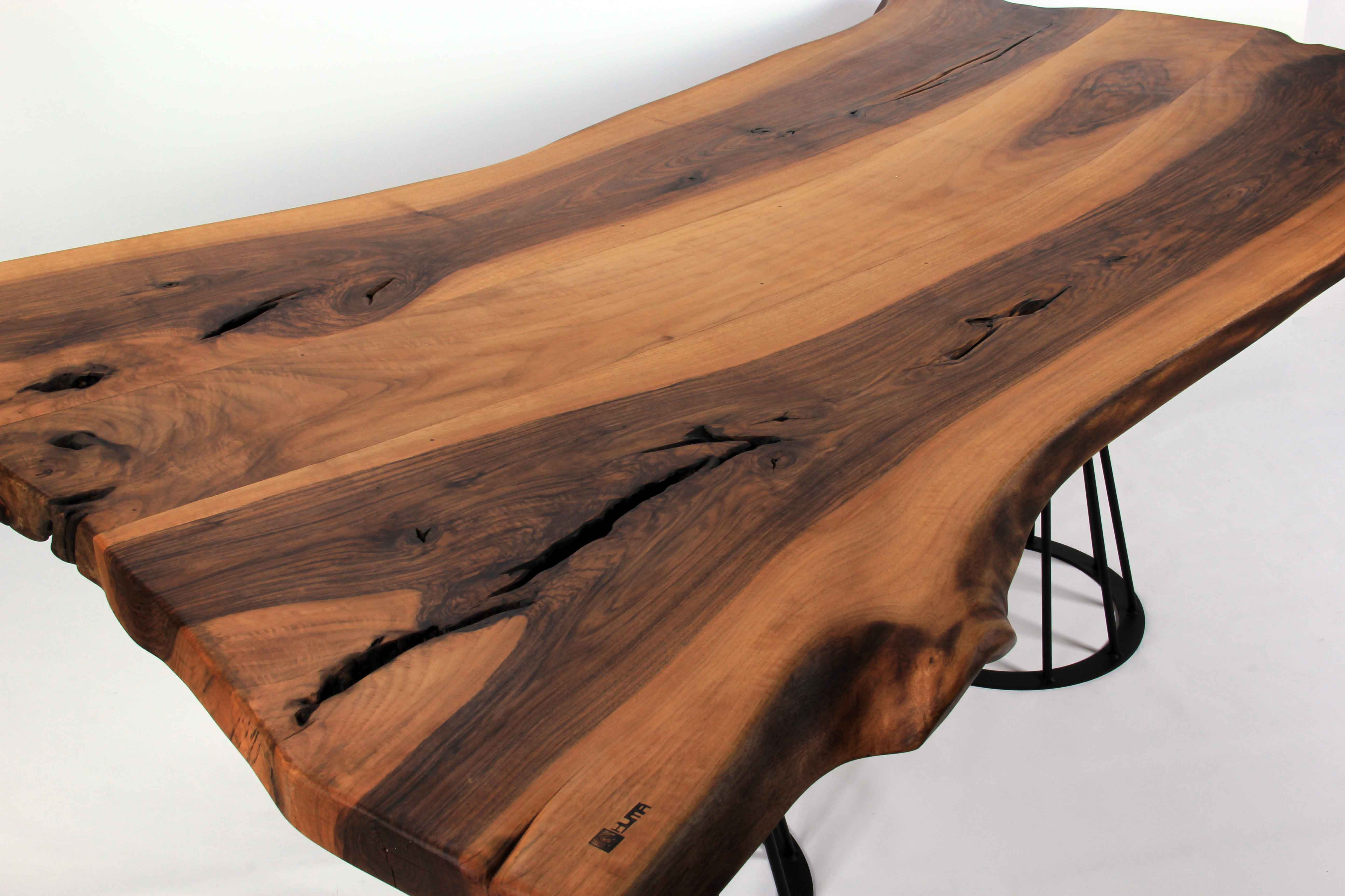Masa üstü ahşaptan yapılmış - anlatma